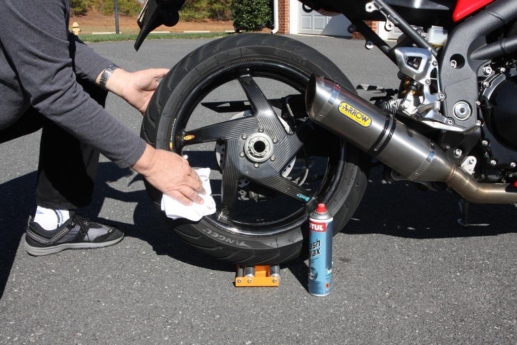 7 formas de engrasar la cadena de tu moto
