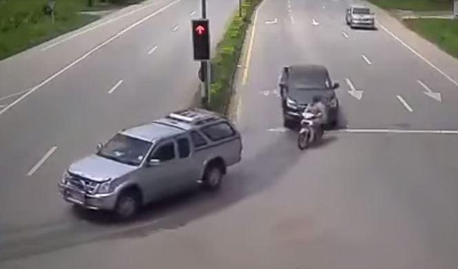 Dos infracciones simultáneas y un accidente en Tailandia