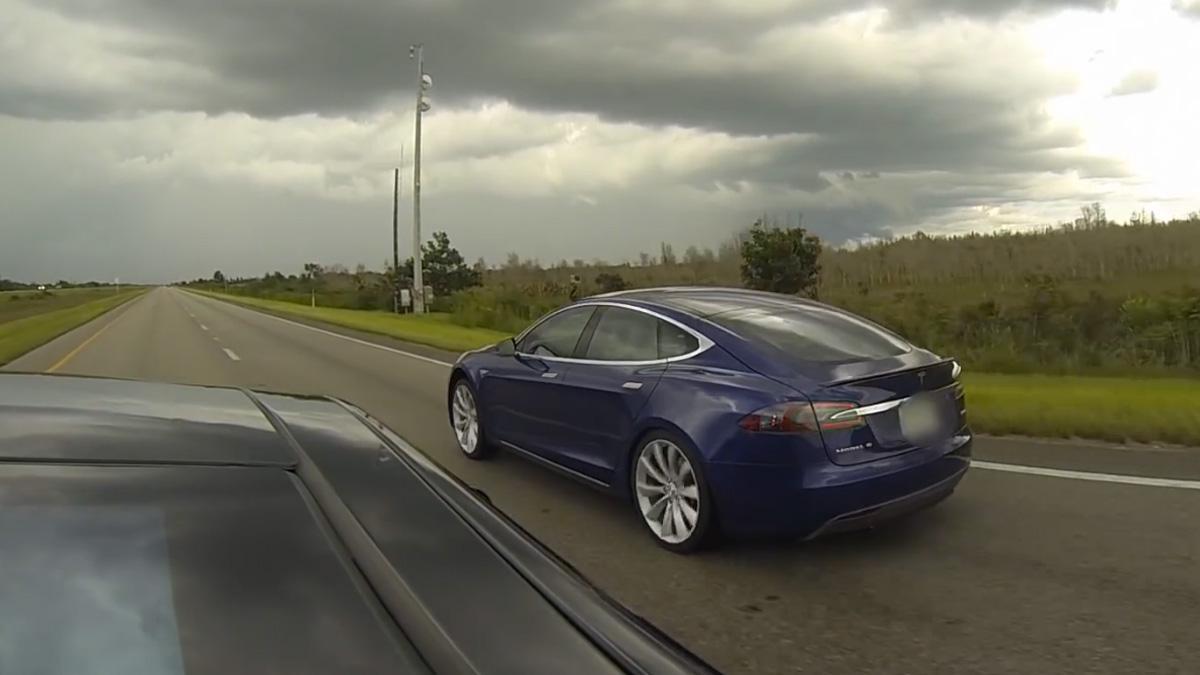 Lo único que puede vencer a un Tesla P85D en aceleración