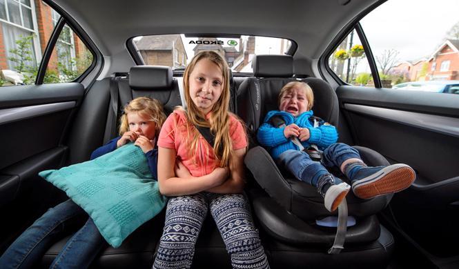 Desde el 1 de octubre, los niños van en el asiento de atrás