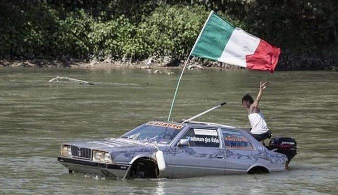 Detenido por navegar por el Tíber con un Maserati anfibio