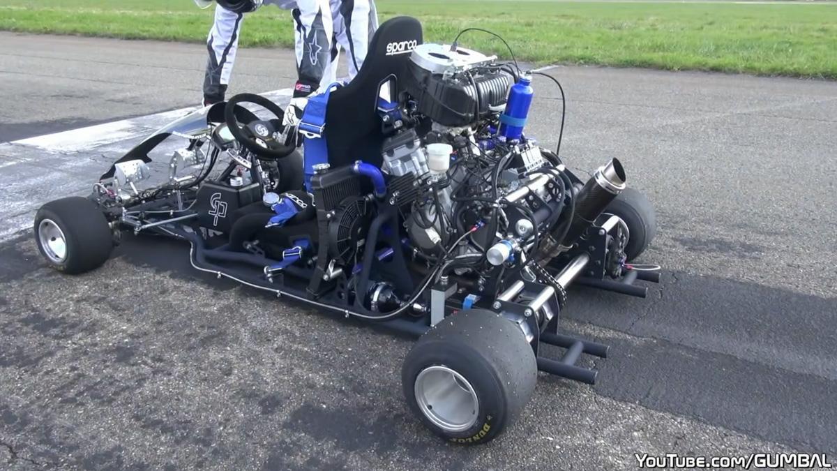 Brutal Drag Race: un Kart de 230 CV contra más de 1.000 CV