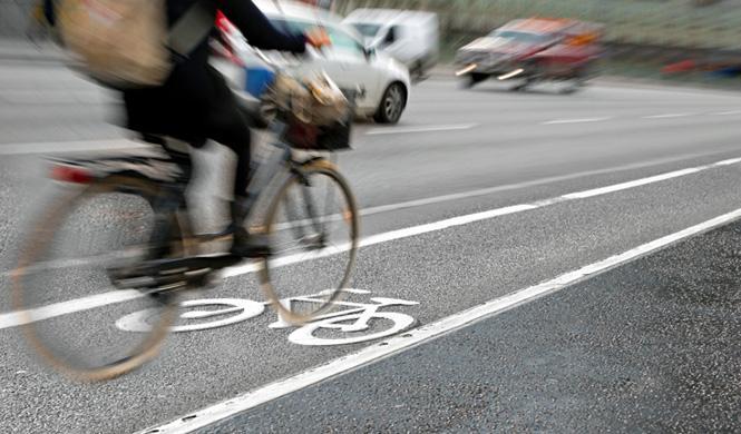 5 peligros frecuentes del carril bici
