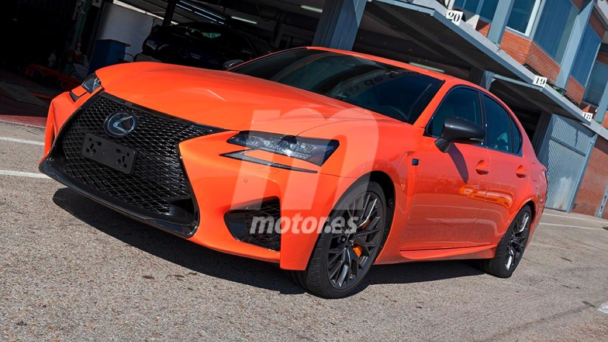 Lexus GS F naranja