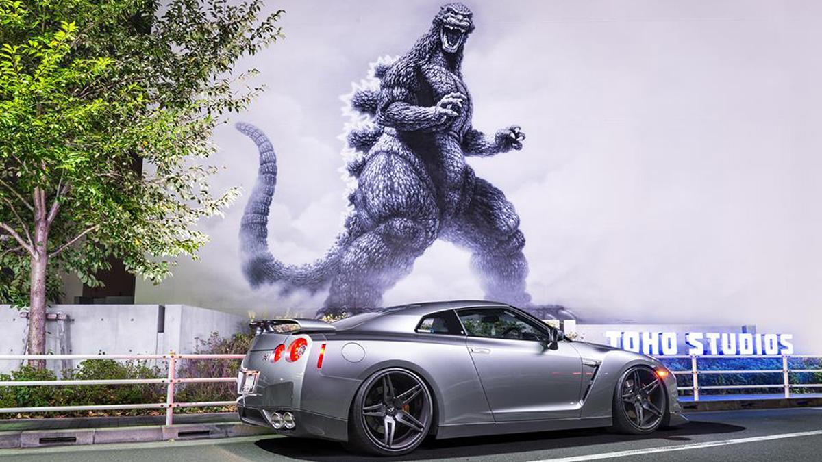 Nissan-GT-R-Godzilla-trasera