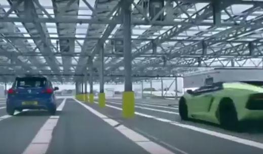¡Toma duelo! Opel Corsa VRX contra Lamborghini Aventador