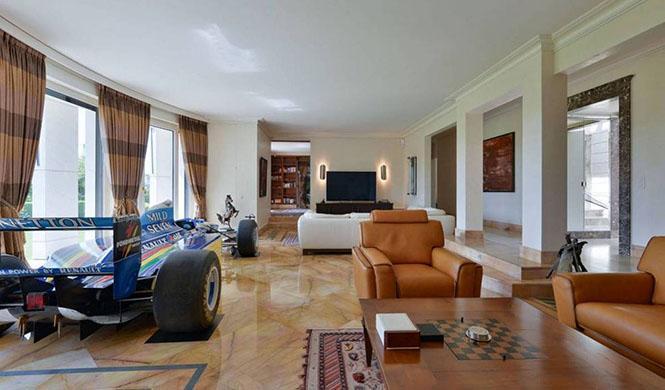 Villa en Suiza en venta con F1 en su interior