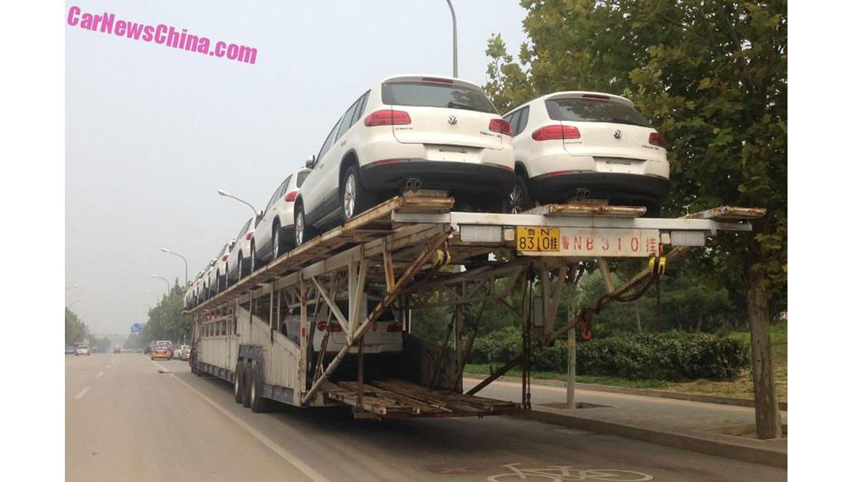 Un trailer portacoches capaz de llevar...¡21 coches!