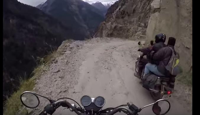 Así suena conducir por la carretera más peligrosa del mundo