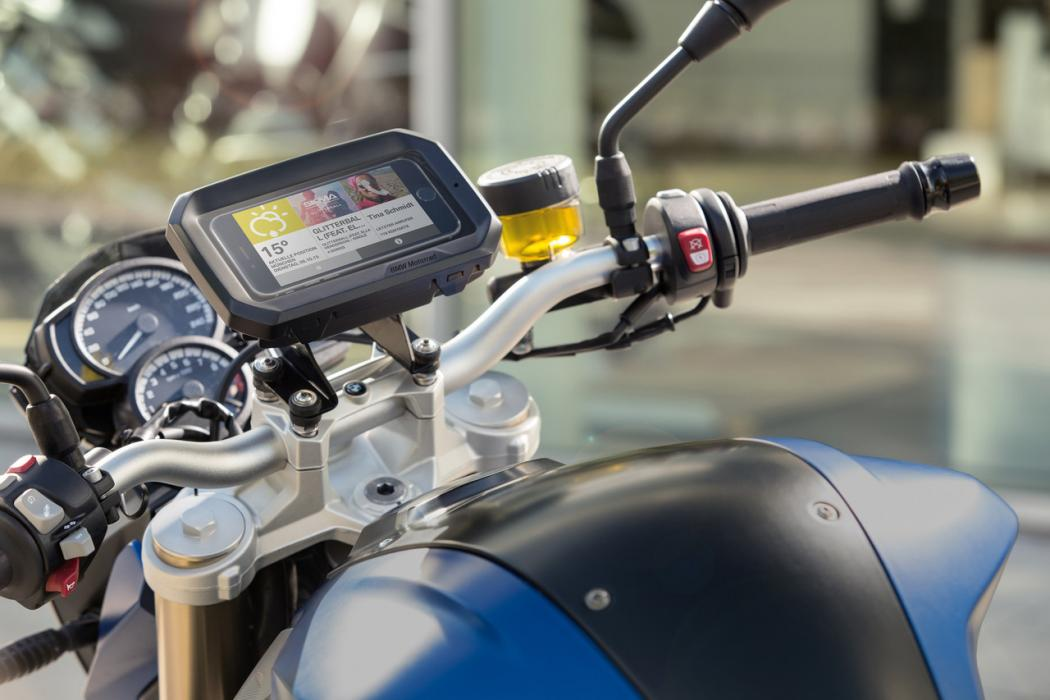Tu móvil contigo en moto, conectado y seguro con BMW