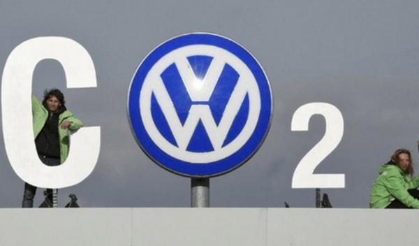 ¡La que ha liado Greenpeace en la sede de Volkswagen!