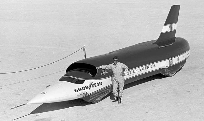 Hace 49 años y un día este hombre circulaba a 966 km/h