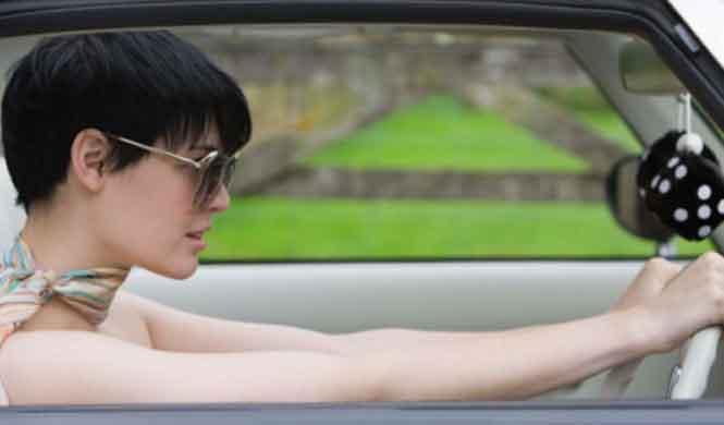 La pareja perfecta al volante