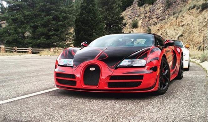 Un Bugatti Veyron Grand Sport Vitesse L'Or Rouge a 380 km/h