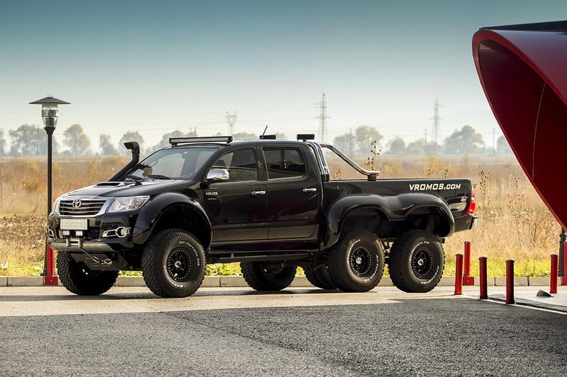Toyota Hilux 6x6 by Overdrive
