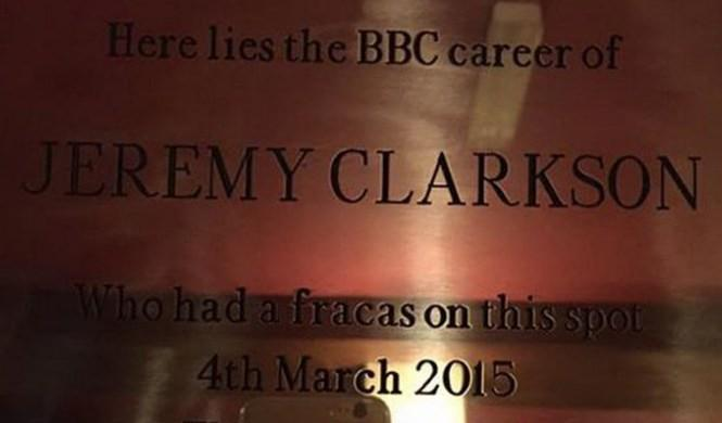 Dedican una placa a la 'reyerta' de Jeremy Clarkson