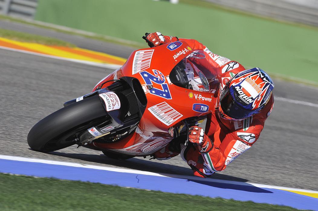 Casey Stoner quiere subirse a la Ducati GP16 en enero