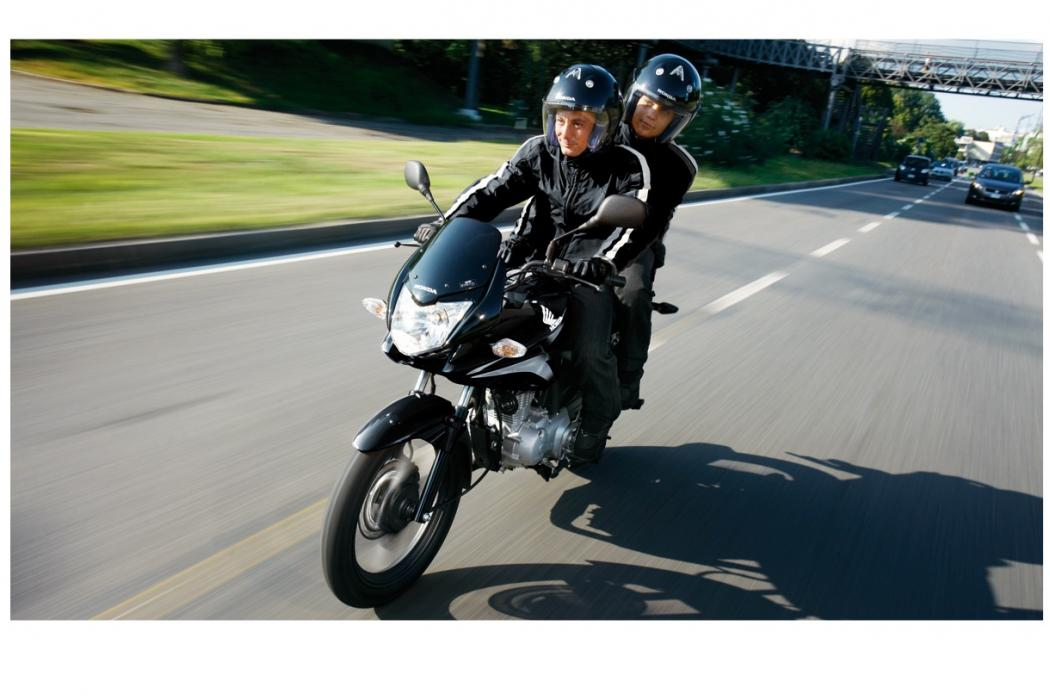 Motos-125-con-marchas-viajar-Honda-pasajero