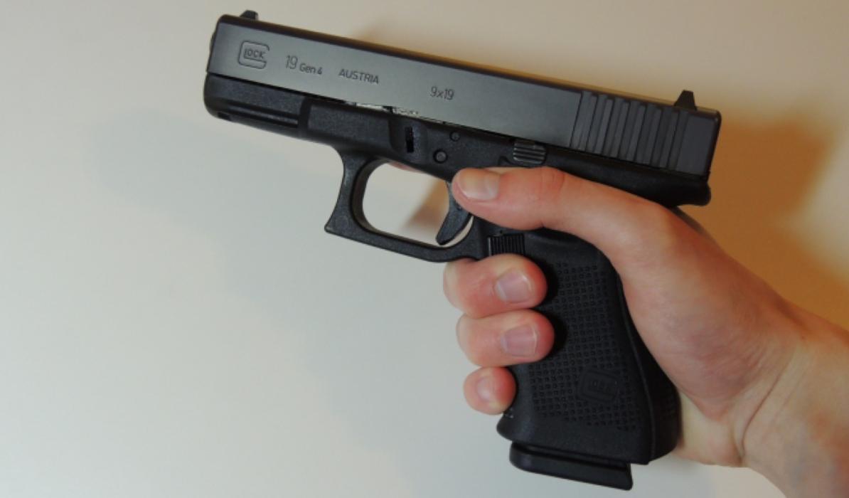 ¿Matan más personas las armas o los coches?
