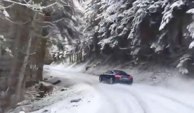 ¿Quién necesita esquís, cuando se puede tener un Audi R8?