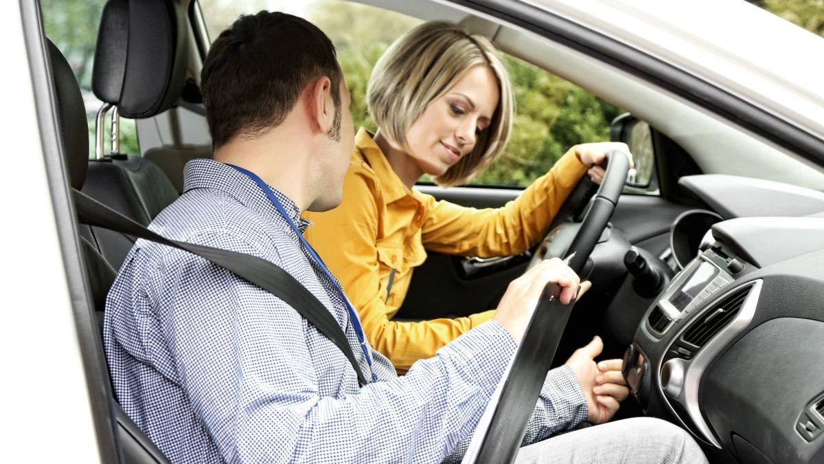 Autoescuela-coche-profesor-alumno