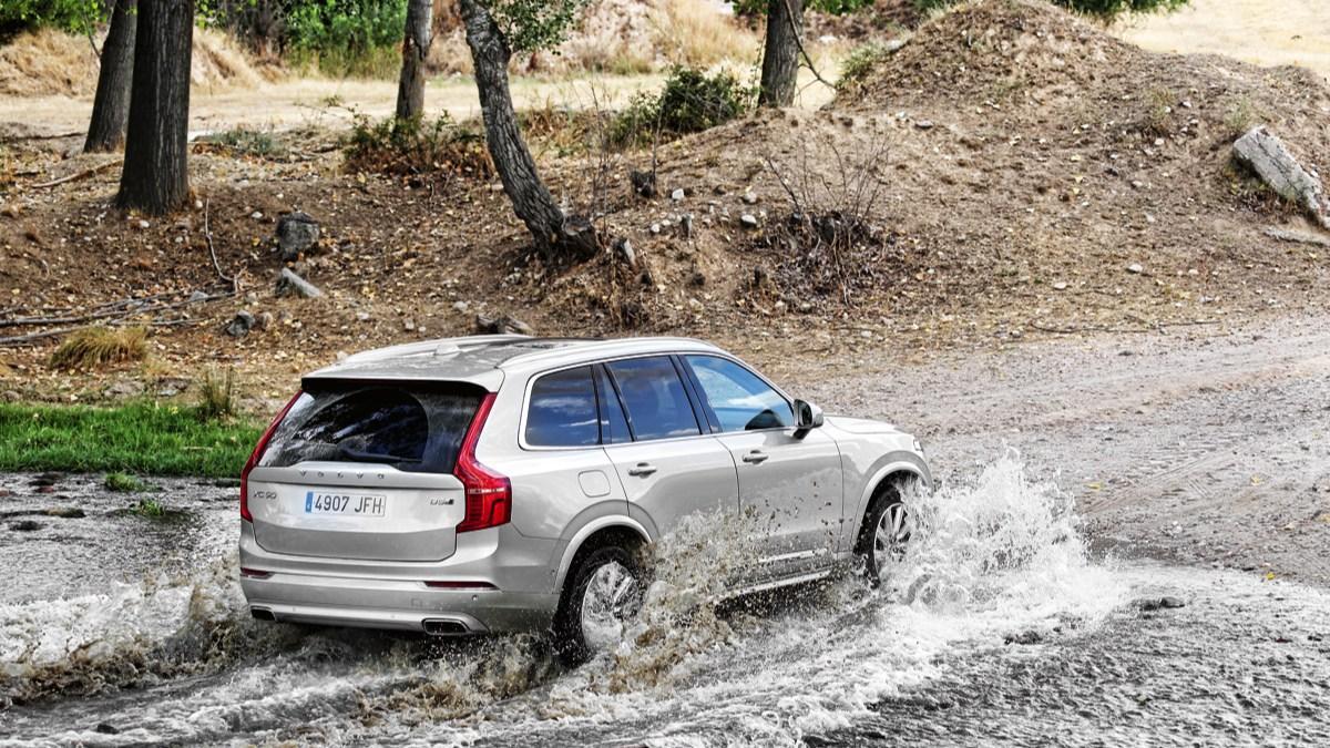 Volvo XC90 2015 offroad
