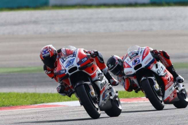 "Valentino Rossi: ""Yo creo que Stoner quiere correr"""