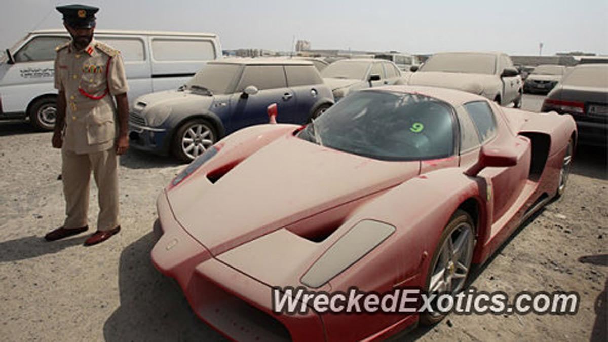 Ofrecen una fortuna por el Enzo abandonado en Dubai