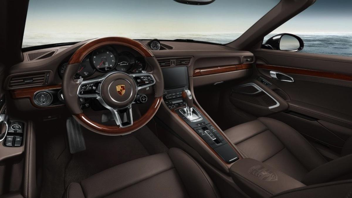 porsche-exclusive-911-carrera-s-madera interior