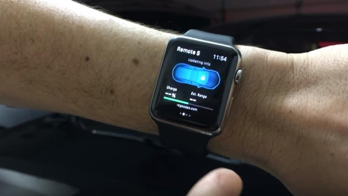 El Tesla Model S ya puede aparcarse desde el Apple Watch