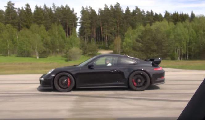 Drag Race: Audi RS7 Sportback vs Porsche 911 GT3