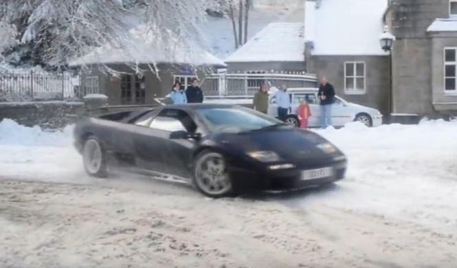 Vídeo: donuts en la nieve con un Lamborghini Diablo 2000 VT
