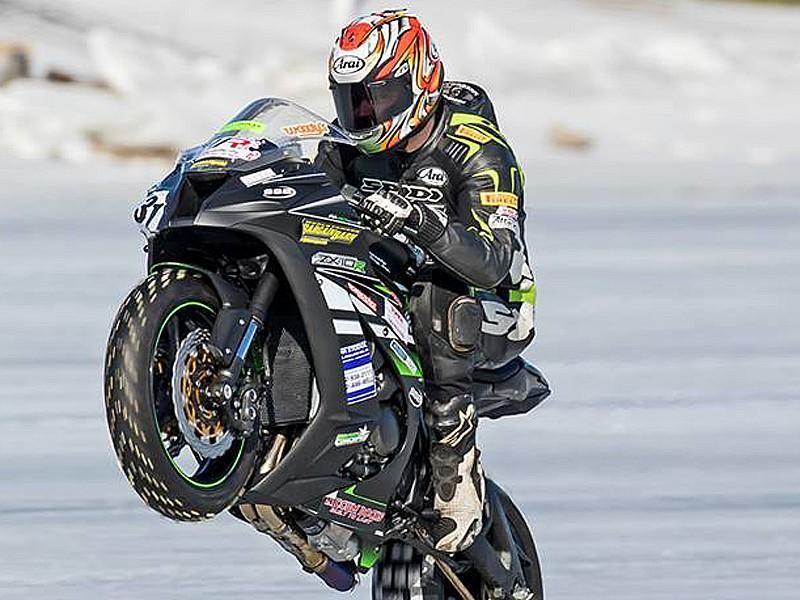Vídeo: 217 km/h a una rueda ¡y sobre hielo!