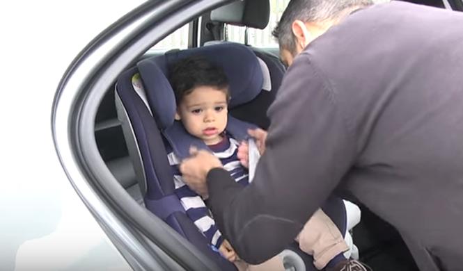 Vídeo: cómo sentar correctamente a un niño en el coche