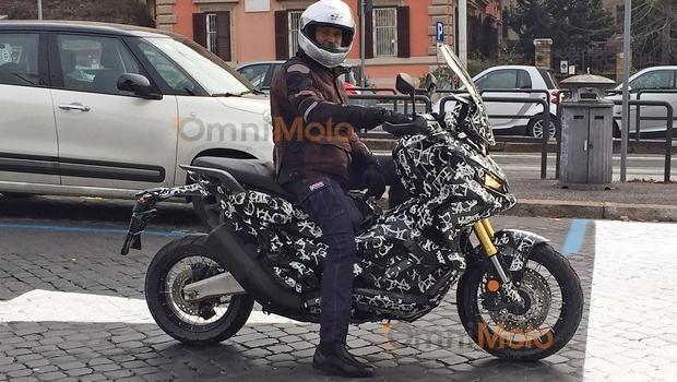 El Honda City Adventure pillado en las calles de Roma