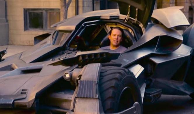 Vídeo: Ben Affleck sorprende a sus fans en el Batmóvil