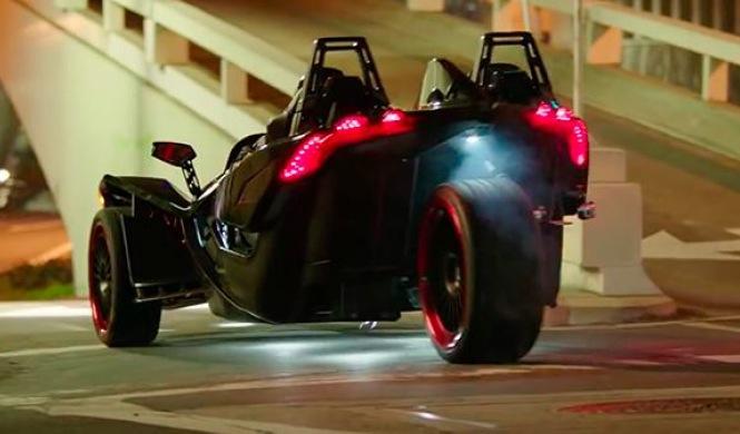 Video: drift radical a tres ruedas en un Slingshot