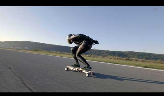Récord del Mundo: a 95 km/h en un patinete