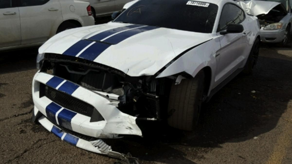 shelby-gt350-mustang-accidentado-frontal