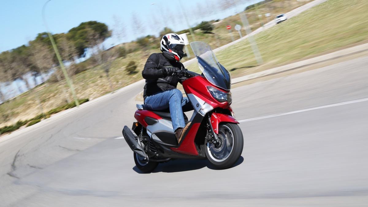 Prueba-Yamaha-N-Max-125-2016-curva