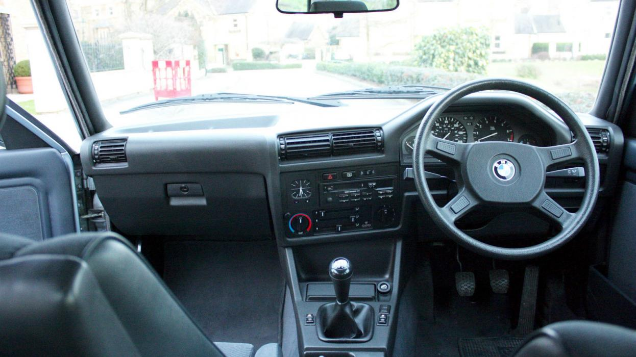 BMW E30 325i interior
