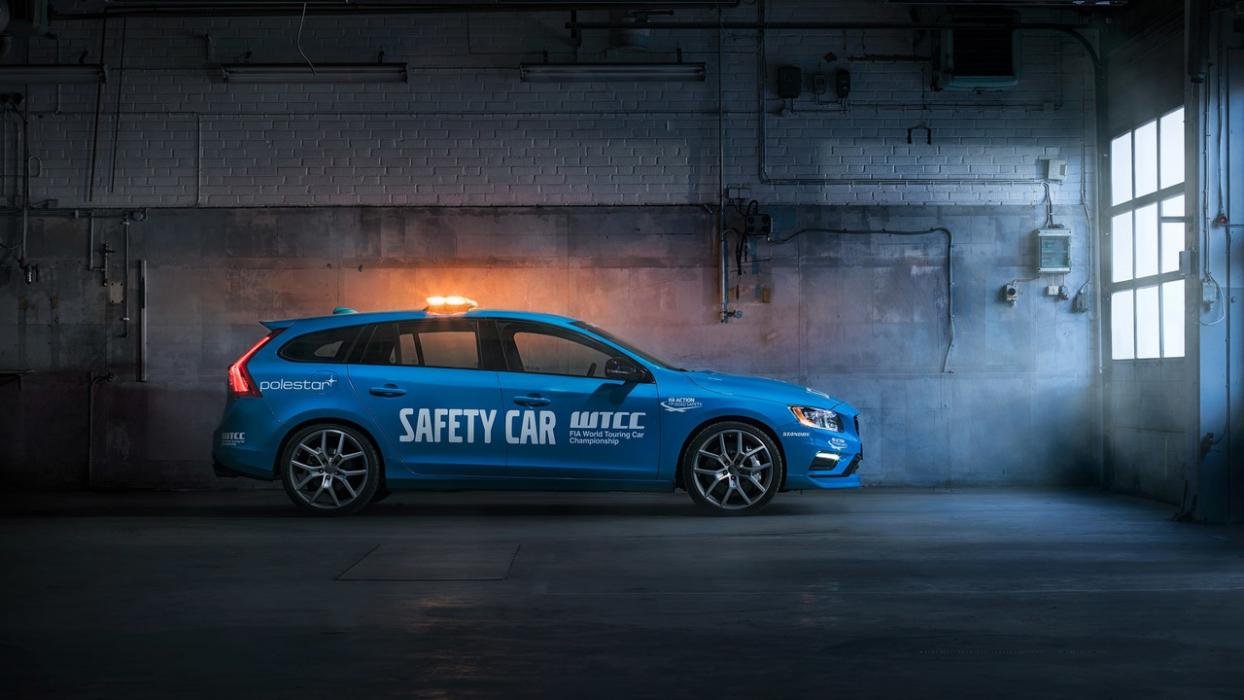 Volvo V60 Polestar Safety Car del WTCC lateral