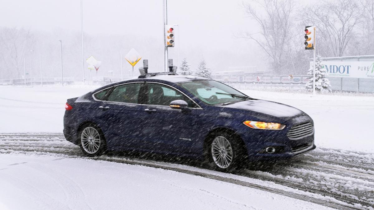 circula coche autonomo ford nieve