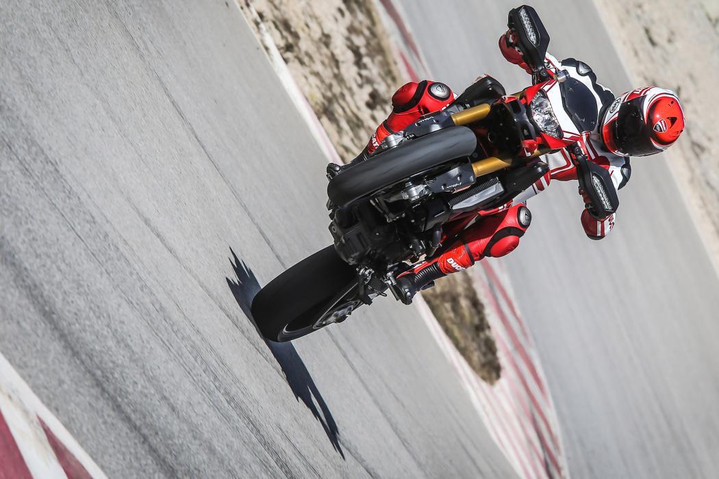 Ducati-Hypermotard-939-1
