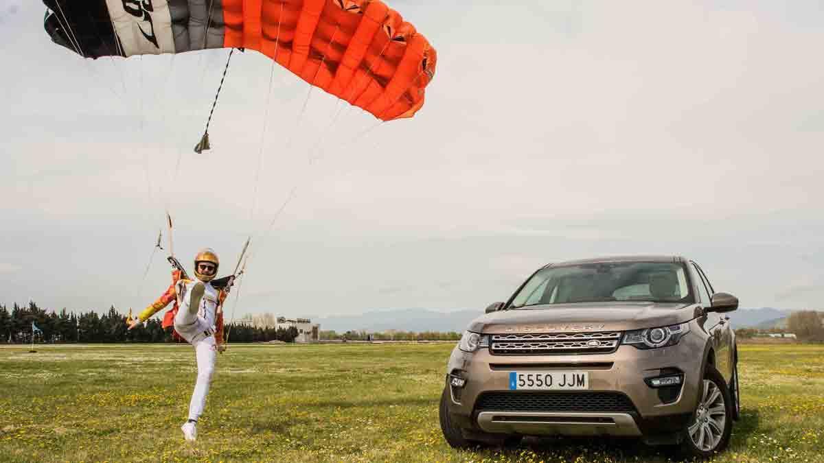 Macarena Gómez y Aldo Comas, con Land Rover