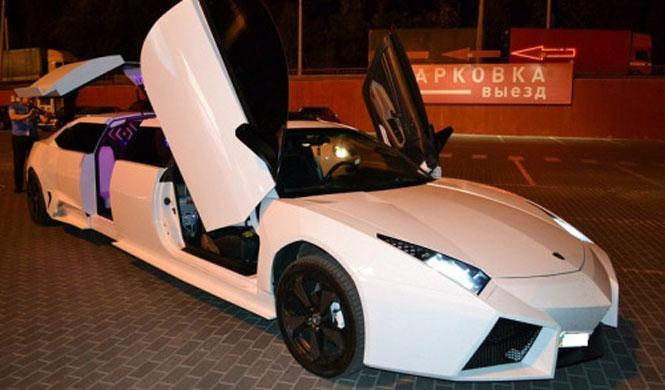 Un Lamborghini Reventón, limusina u 'horrorsina'