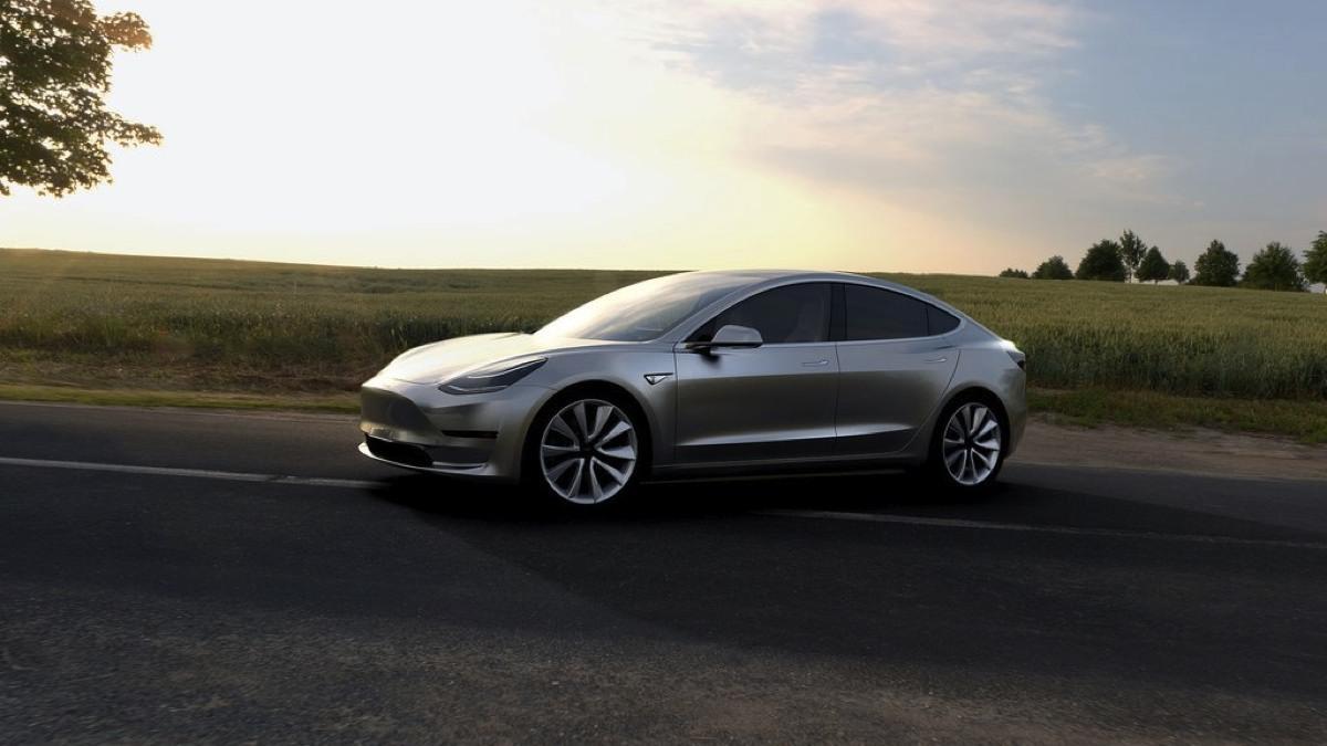 Fiat Chrysler podría copiar el Tesla Model 3 si es rentable