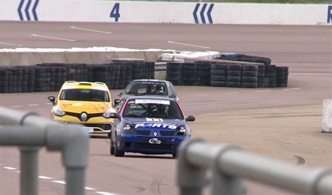 Cuatro generaciones del Clio se la juegan en el circuito
