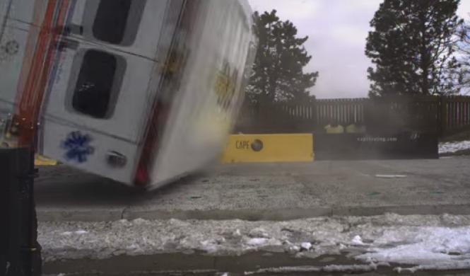 Vídeo: así es el 'crash test' de una ambulancia