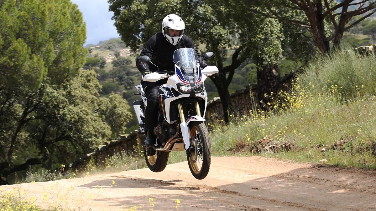 Prueba-nueva-Honda-Africa-Twin-2016-salto
